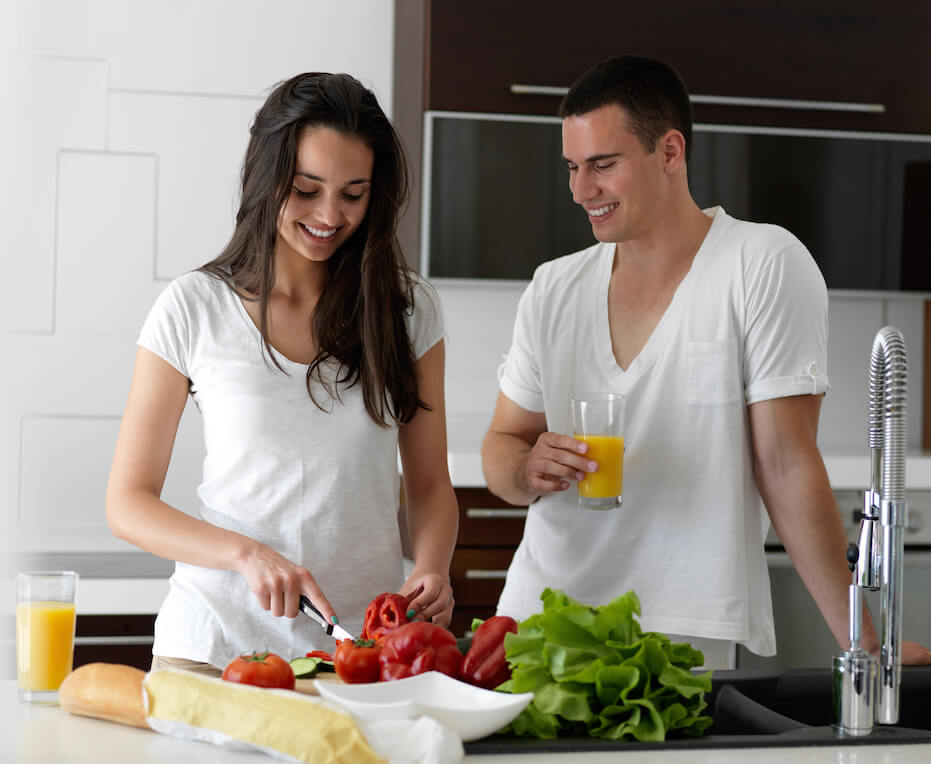Happy-younger-couple-in-kitchen