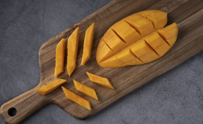 A chopping board with mango slices