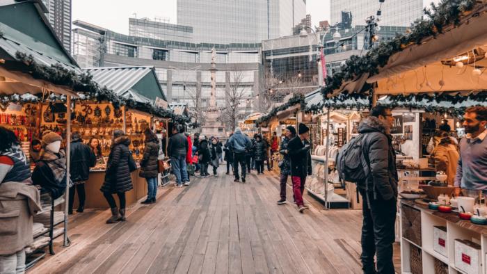 People-Christmas-Shopping-New-York